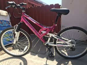 Trailer runner Huffy Performance Mountain Bike pink/white for Sale in Phillips Ranch, CA