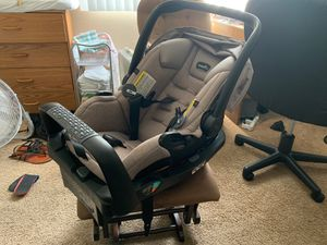 Evenflo Car Seat / Baby Carrier with Base. for Sale in Westminster, CA