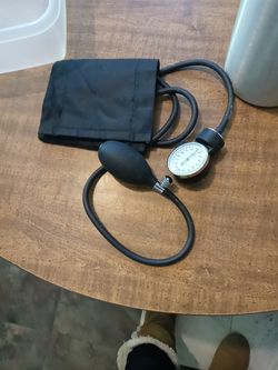 Manual blood pressure cuff for Sale in San Angelo,  TX