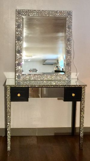 Queen luxury vanity mirror for Sale in Queens, NY