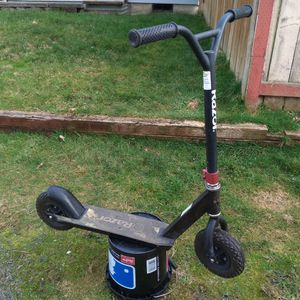 """Razor, Pro, RDS, Dirt Scooter. FFP, Aluminum Frame, Tube Tires. """" WORKS GREAT """" for Sale in Marysville, WA"""