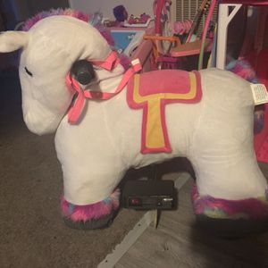 6 Volt Stable Buddies Willow Unicorn Plush Ride-On by Dynacraft with Light Up Horn and Play Stable Included! for Sale in Long Beach, CA