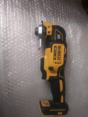 20 v. Multi tooll dewalt for Sale in Oak Forest, IL