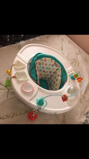 Baby eating & playing booster seat for Sale in Lynwood, CA