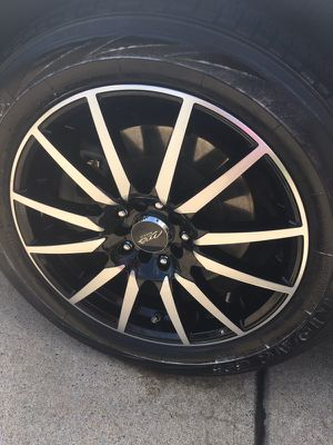 "Black and chrome 17"" rims 425 without tires with tires 580 if u got 550 I will let go for Sale in La Vergne, TN"