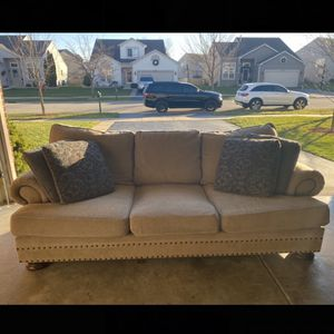 Bernhardt Foster Sofa and Loveseat 2pc Set With Down-blend Cushions plus 6 Pillows for Sale in Plainfield, IL