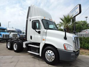 2015 Freightliner Cascadia Day Cab for Sale in Grand Prairie, TX