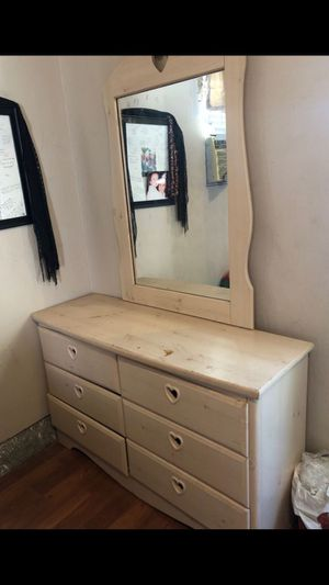 Dresser and 2 night stands for Sale in Highland, CA