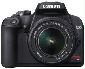 Canon Rebel XS DSLR Camera with EF-S 18-55mm f/3.5-5.6 IS Lens (Black) for Sale in Beverly Hills, CA