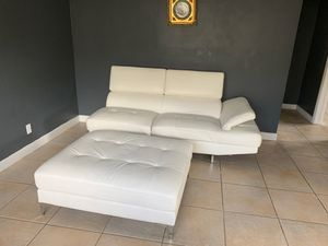 White leather couch for Sale in Pembroke Park, FL