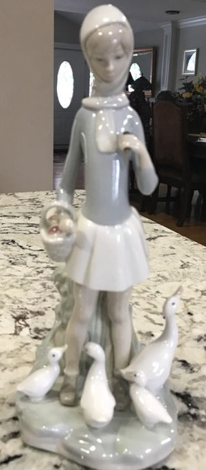 Lladro figurine for Sale in Shelby charter Township, MI