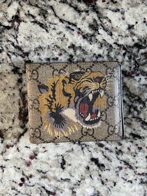 GUCCI Beige GG Supreme Tiger Wallet for Sale in Katy, TX