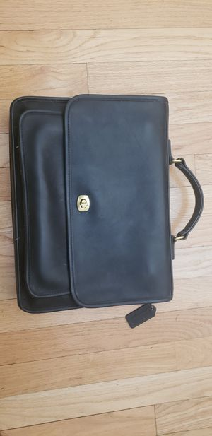 Coach Messenger Bag ..women's..beautiful like new for Sale in Miami, FL