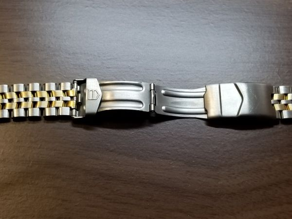 TAG Heuer 200 Professional. Two bands. Original stainless and leather