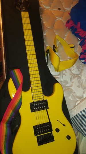 YELLOW ELECTRIC GUITAR + 2 STRAPS +2 AMPS for Sale in Anaheim, CA