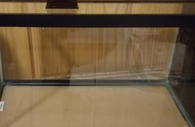 10 gallon fish tank aquarium with lid Queens 11365 for Sale in Queens,  NY
