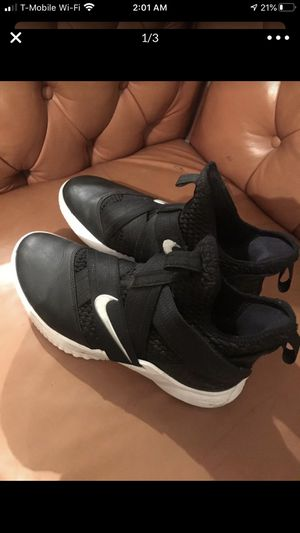 Nike shoes size 9 for Sale in Dearborn Heights, MI