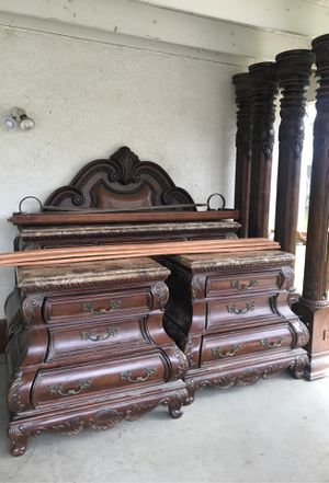 California king bed room set for Sale in Tulare, CA