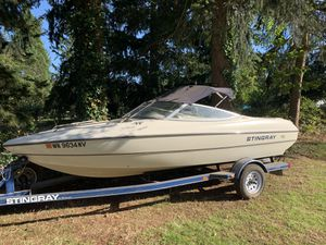 White Stingray boat 2001 for Sale in Edgewood, WA