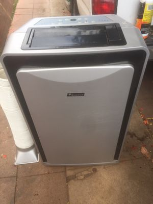 Everstar portable air conditioner 10,000 btu. In good working conditions with remote control. No issues for Sale in Los Angeles, CA