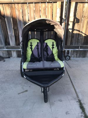 Double jogger stroller for Sale in Colton, CA