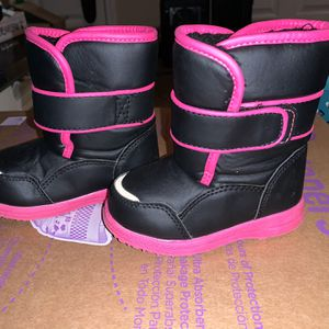 Size 6 Toddler Snow Boots for Sale in Murfreesboro, TN