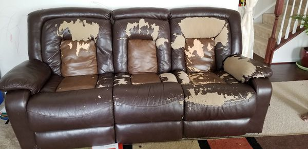 Free recliner sofa with two recliners and cup holder