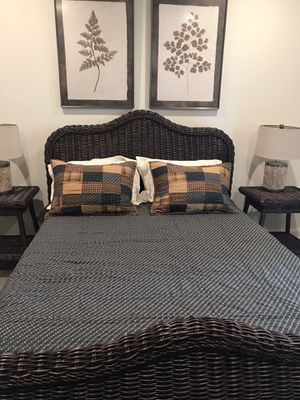 Queen Quilt (reversible) w/ 2 Standard Shams for Sale in Gig Harbor, WA