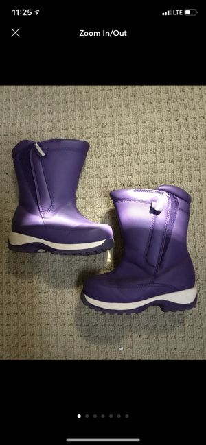 Little girls snow boots size 7 . Kids. SHIPPING ONLY for Sale in Hauppauge, NY
