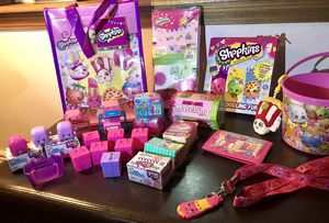 LITTLE GIRLS SHOPKINS FUN LOT - WALLET, ROOM DECOR, BUCKET, MINI PLUSH DOLL, NECKLACES, 52+ COLLECTABLE SHOPKINS, GAMES, & MORE! for Sale in Colorado Springs, CO