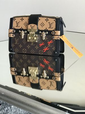Leather Louis Vuitton purse for Sale in Silver Spring, MD