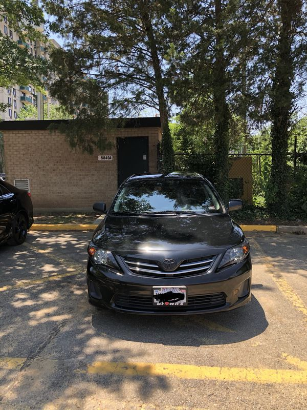 Toyota Corolla 2013 LE sedan with 80000miles, leader covers, tints and smoked headlights.