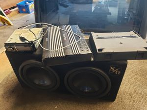 Car stereo, subs, powered box. for Sale in Maple Valley, WA