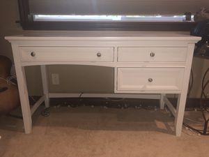 White modern desk for Sale in Puyallup, WA