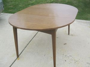 Yummy! Mid Century Modern Lane Round to Oval Dining Kitchen Table for Sale in Frankfort, IL