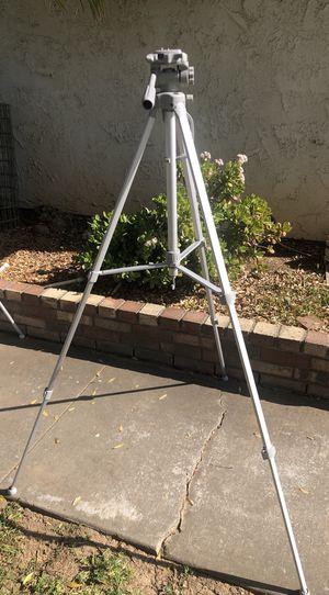 Targus TGT-58TR Tripod With Carrying Case And Instructions for Sale in Riverside, CA