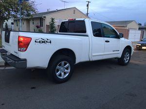 Nissan Titan 2011 en ecselentes condiciones for Sale in Fullerton, CA