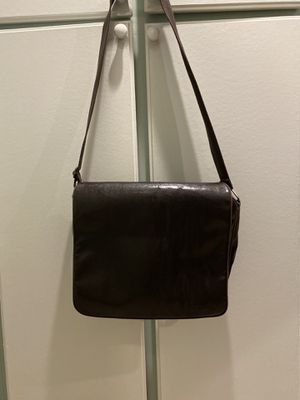 Ben Sherman leather messenger bag for Sale in Spring Valley, CA