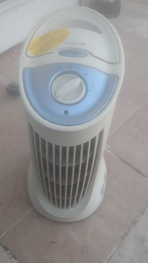 Honeywell's filter release air purifier home office use for Sale in Los Angeles, CA