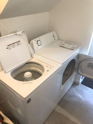 New Amana Washer/ Gas Dryer combo. 6 m/o still under warranty. for Sale in Los Angeles, CA