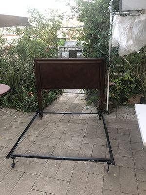 Full size dark wood headboard and metal bed frame for Sale in Robstown, TX