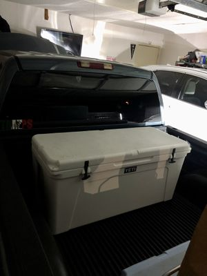 Yeti 160 Cooler for Sale in Mesquite, TX