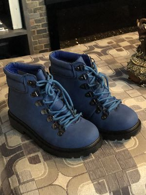 Girls boots 🥾 size 2 and 5 for Sale in Chicago, IL