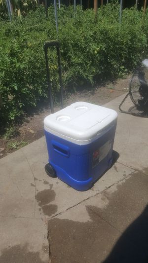 Igloo 90 cans capacity cooler for Sale in San Mateo, CA