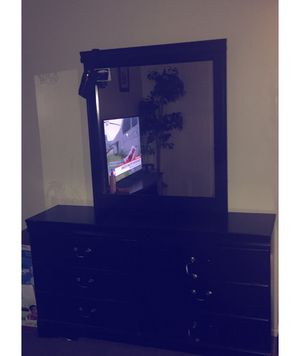 Dresser &. Night Stand Set for Sale in Columbus, OH