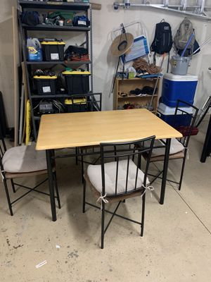 Casual kitchen table for Sale in Corona, CA