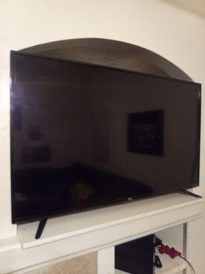 57in TCL Smart tv W/Roku for Sale in Stockton, CA