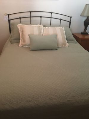 Queen size bedroom set for Sale in Yucaipa, CA