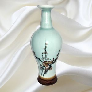 Magnificent Mint Green Flower Vase w/Flower Motif. for Sale in Colorado Springs, CO