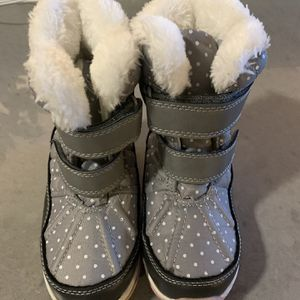 Carter's Kids Snow Boots Size 10 for Sale in The Bronx, NY